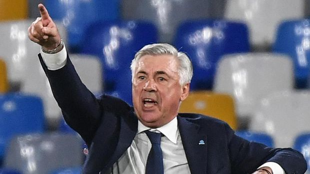(FILES) In this file photo taken on September 25, 2019 Napoli's Italian head coach Carlo Ancelotti gestures as he shouts instructions during the Italian Serie A football match Napoli vs Cagliari at the San Paolo stadium in Naples. - Carlo Ancelotti has reached