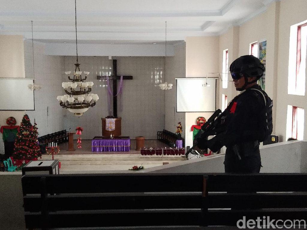 Tim Jibom Mulai Sterilkan Gereja Jelang Malam Natal di Makassar