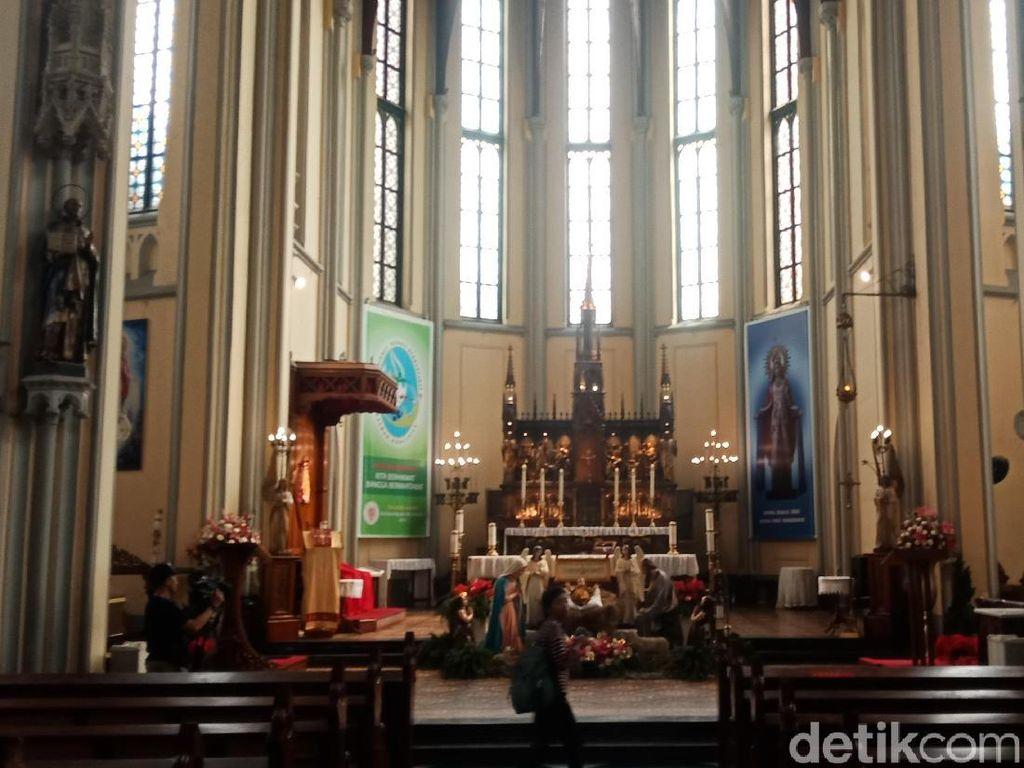 Melihat Persiapan Gereja Katedral Menyambut Natal