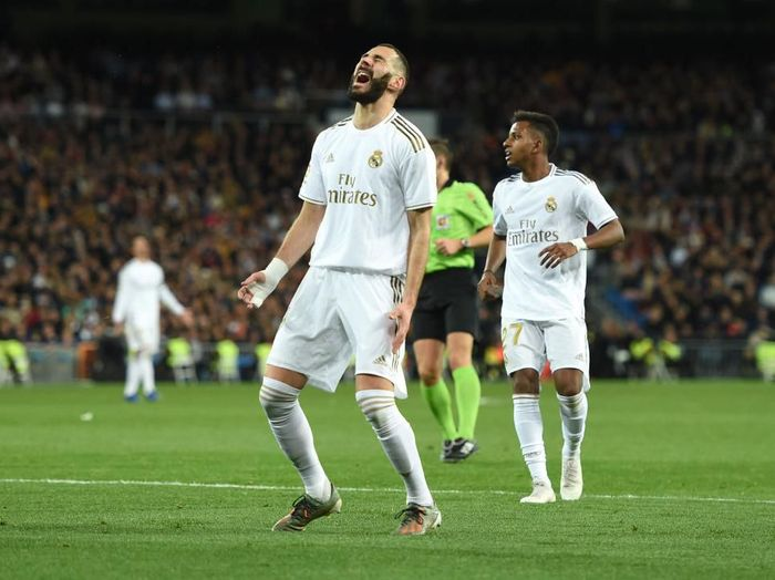 MADRID, SPAIN - DECEMBER 22: Karim Benzema of Real Madrid reacts during the Liga match between Real Madrid CF and Athletic Club at Estadio Santiago Bernabeu on December 22, 2019 in Madrid, Spain. (Photo by Denis Doyle/Getty Images)