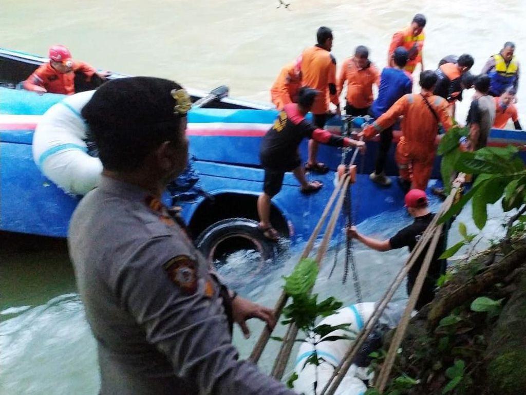 Bus Sriwijaya Masuk Jurang, Gubernur Sumsel Ingatkan Pengendara Waspada