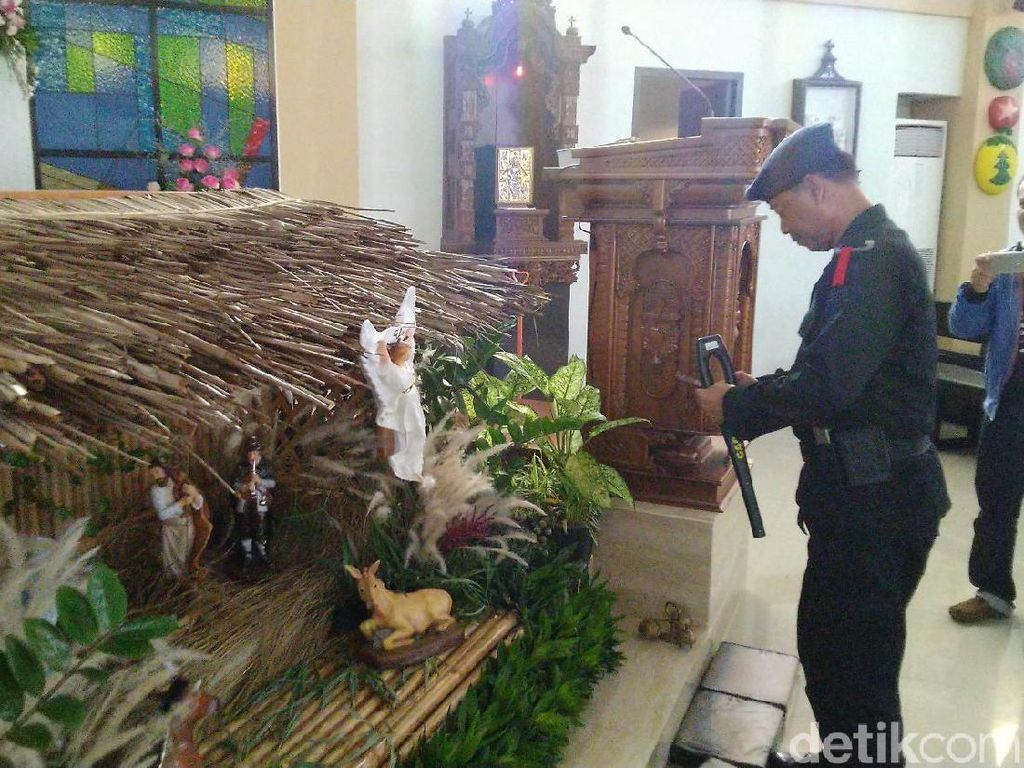 Antisipasi Terorisme, Tim Jibom Sterilisasi Gereja Ciamis-Pangandaran