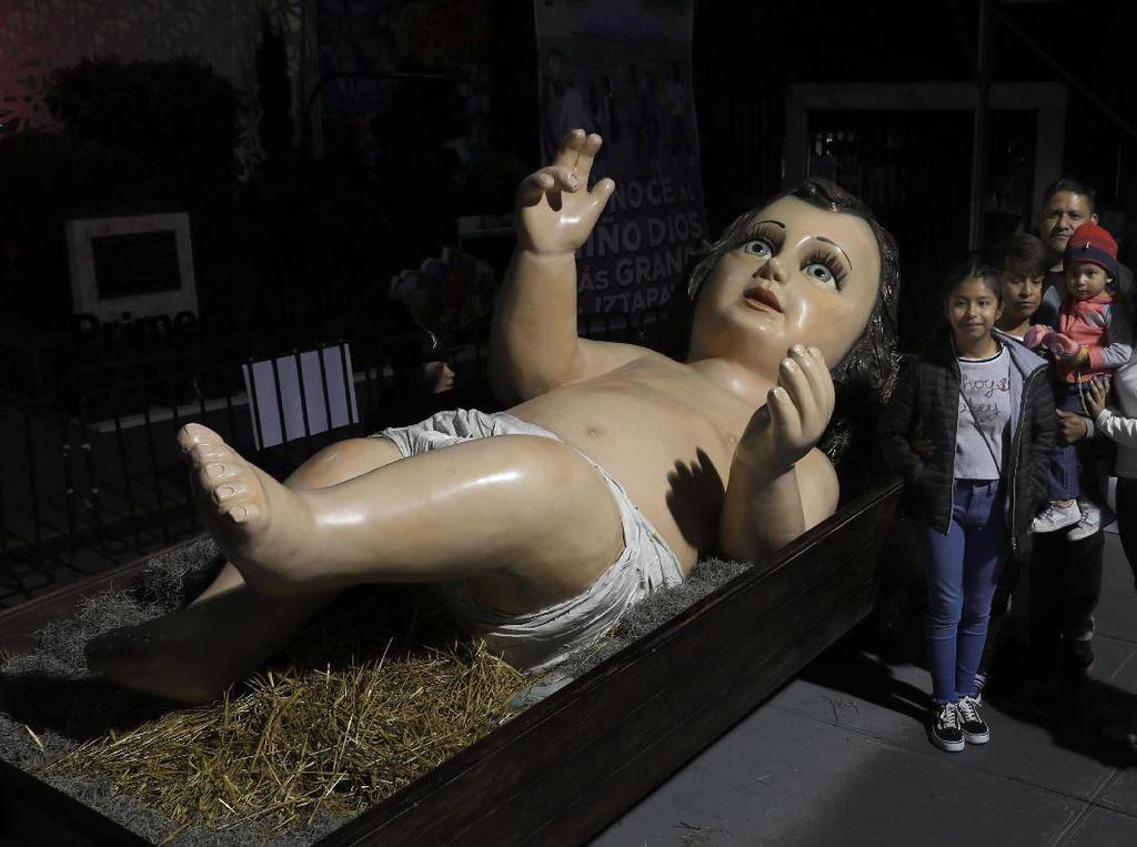Ada Patung Bayi Yesus Raksasa Lho di Meksiko