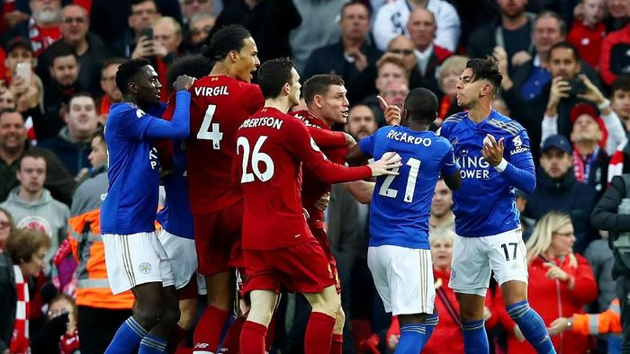 LIVERPOOL, ENGLAND - OCTOBER 05: Ayoze Perez of Leicester City argues with Liverpool players at the end of the match after the Premier League match between Liverpool FC and Leicester City at Anfield on October 05, 2019 in Liverpool, United Kingdom. (Photo by Clive Brunskill/Getty Images)