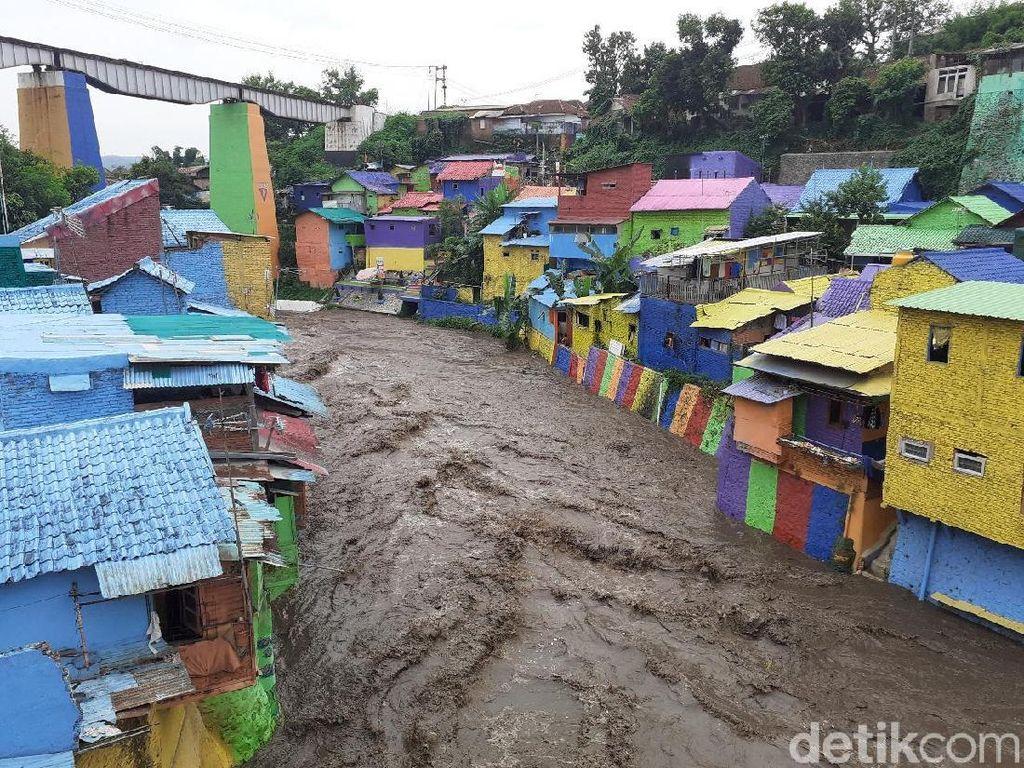 Sungai Brantas Meluap, Begini Penampakan di Kampung Warna-warni