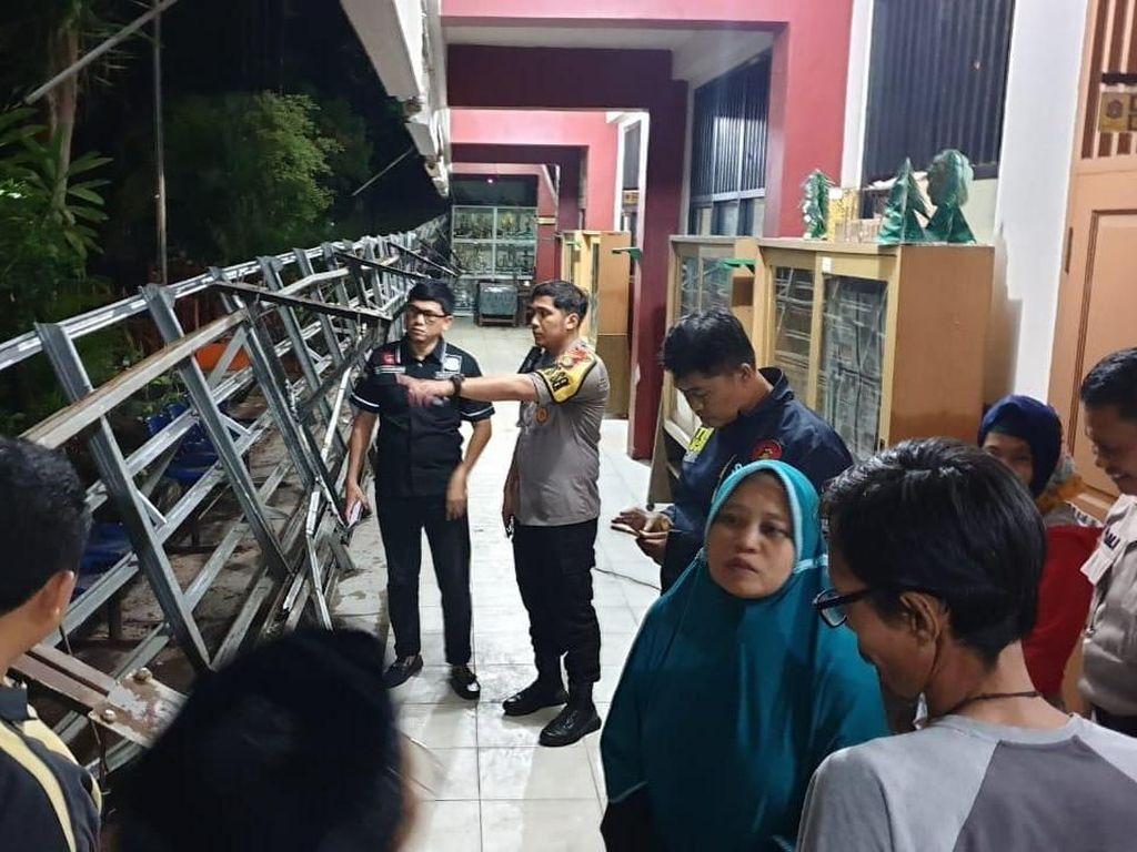 Kanopi Sekolah Dasar di Kembangan Ambruk, Polisi Cek Lokasi