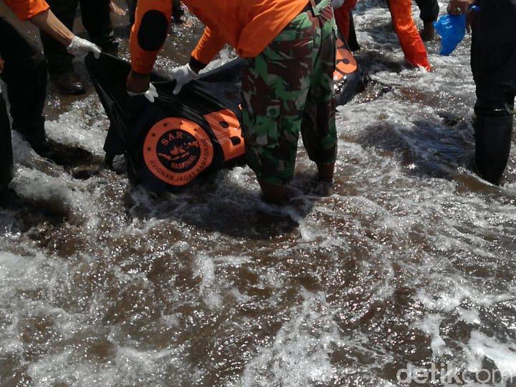 Remaja yang Tergulung Ombak Pantai Payangan Jember Ditemukan Tewas