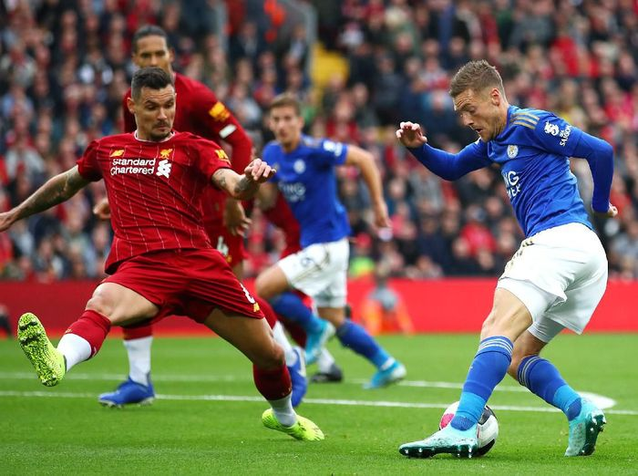 LIVERPOOL, ENGLAND - OCTOBER 05: Dejan Lovren of Liverpool  battles for possession with Jamie Vardy of Leicester City  during the Premier League match between Liverpool FC and Leicester City at Anfield on October 05, 2019 in Liverpool, United Kingdom. (Photo by Clive Brunskill/Getty Images)
