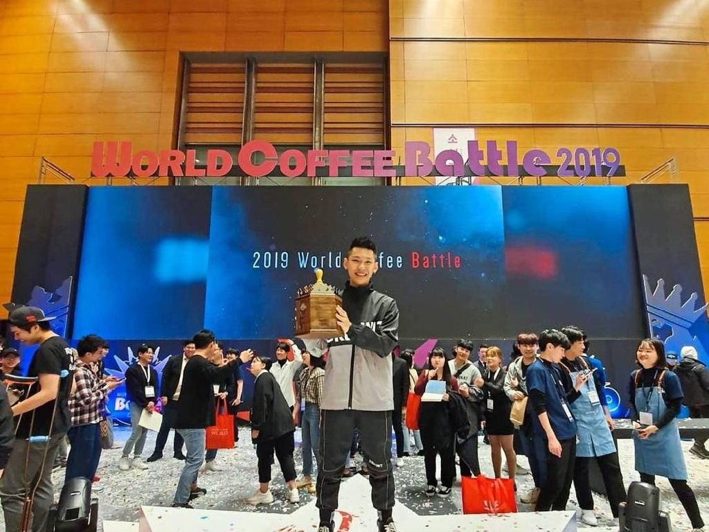 Cerita Sukses Irvine Quek, Barista Muda Jawara Kompetisi Latte Art Dunia