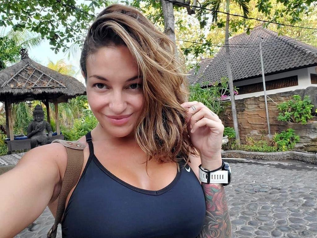 Foto: Saat Kekasih Bintang Porno Johnny Sins Liburan di Bali