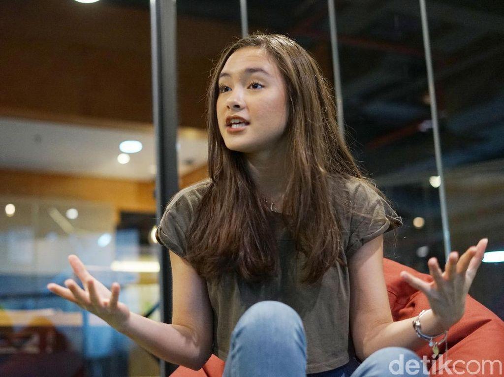 Terhalang Jadwal Kuliah, Caitlin Halderman Absen di Premiere Dignitate