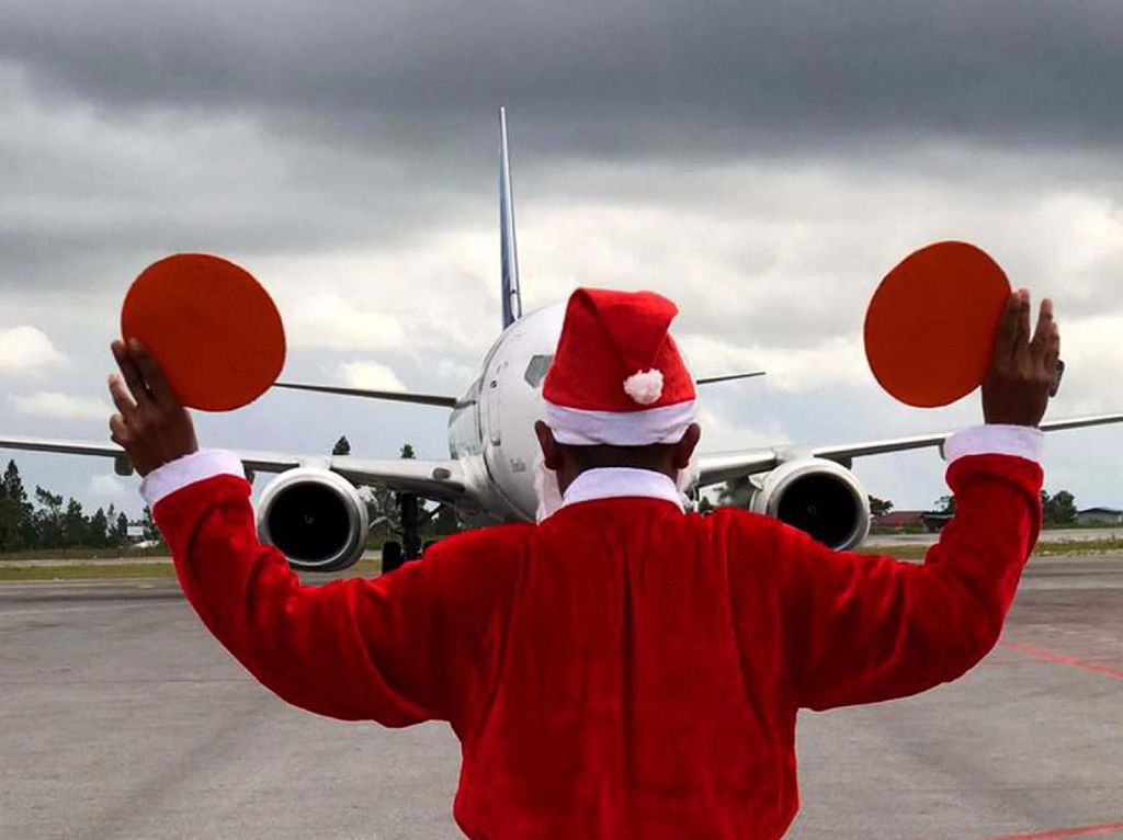 Wow! Ada Sinterklas Markirin Pesawat