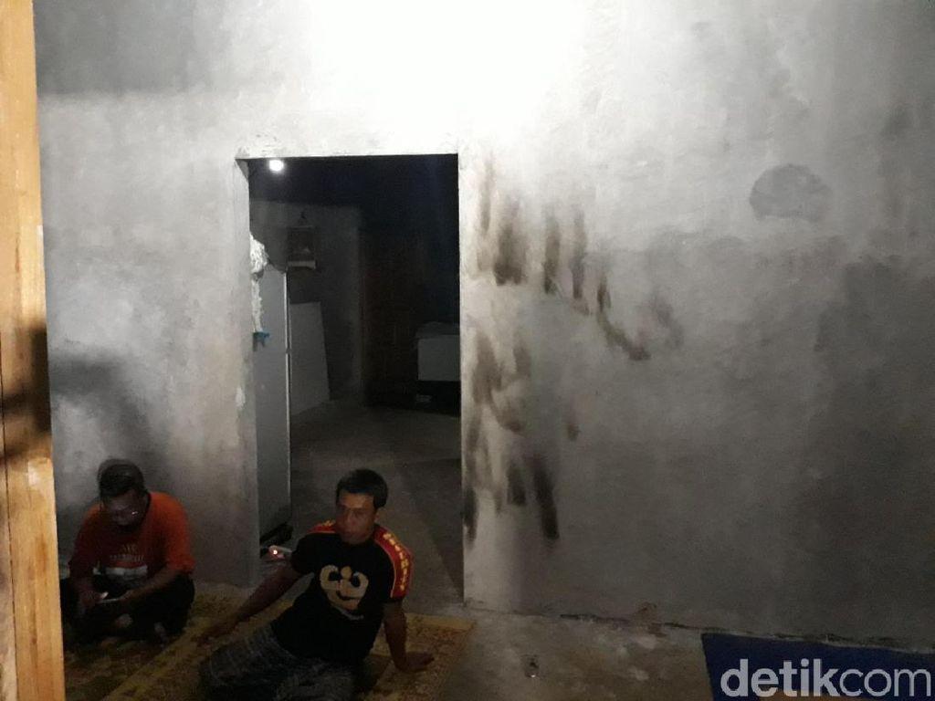 Rumah Digeledah Puluhan Polisi di Gunungkidul Milik Buruh Bangunan