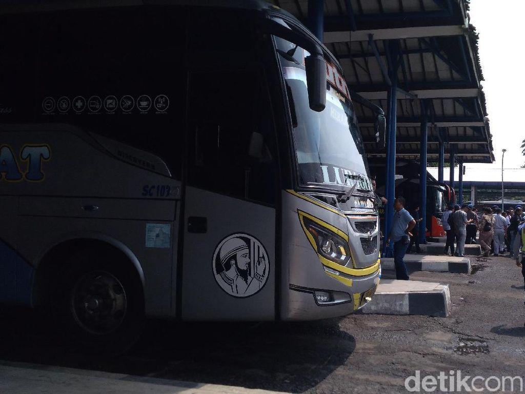 Libur Nataru, Belasan Bus di Terminal Harjamukti Cirebon Tak Laik Jalan
