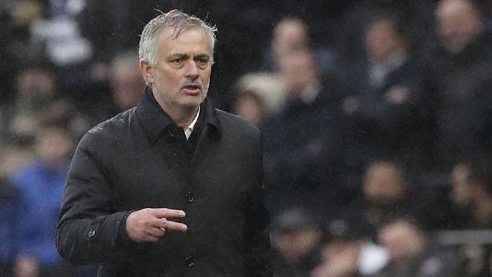 Jose Mourinho menegaskan tak iri dengan Manchester City dan Liverpool yang punya kedalaman skuat lebih dari Tottenham Hotspur (Foto: Petros Karadjias / AP Photo)