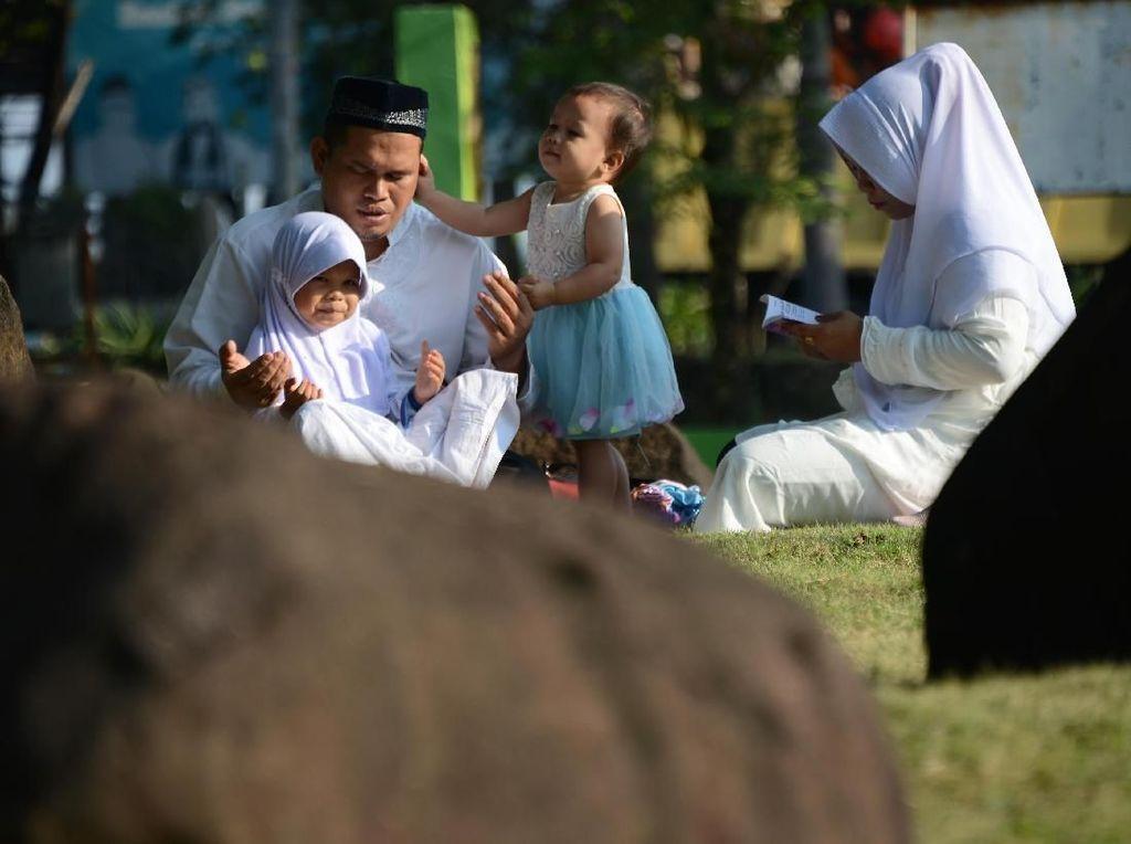 Zikir dan Doa Para Peziarah di Peringatan 15 Tahun Tsunami Aceh