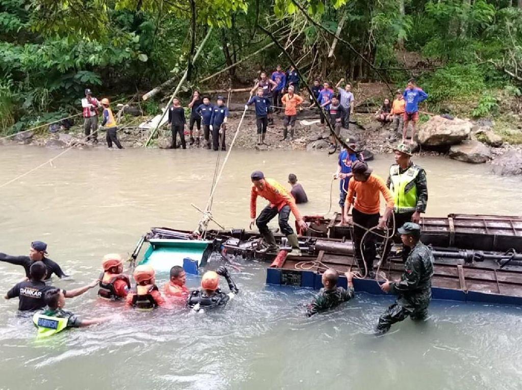Penyelaman untuk Cari Korban Bus Sriwijaya Terjun ke Jurang Dihentikan