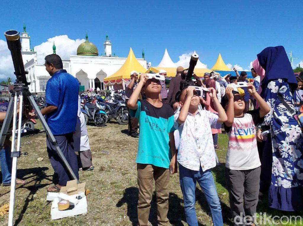 Euforia Gerhana Matahari Cincin dari Aceh Sampai Papua