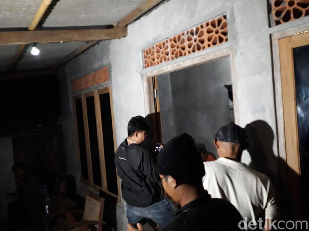 Puluhan Polisi Geledah Rumah di Gunungkidul, Sita Pedang hingga Senapan