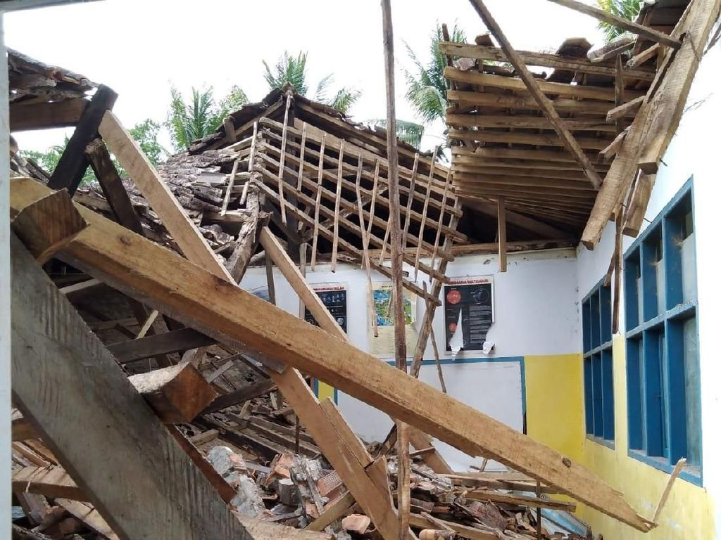 SD Roboh Akibat Gempa di Sukabumi, Camat: Kondisinya Lapuk