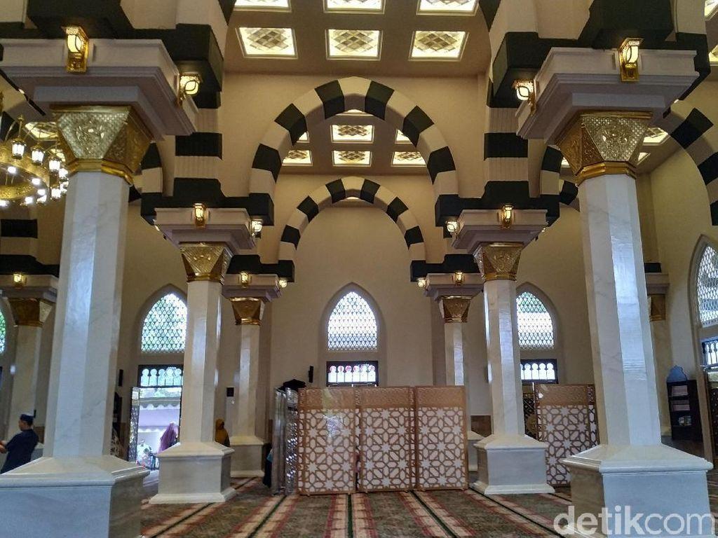 Wow, Masjid di Blitar Ini Bawa Gubernur Khofifah Sampai Madinah