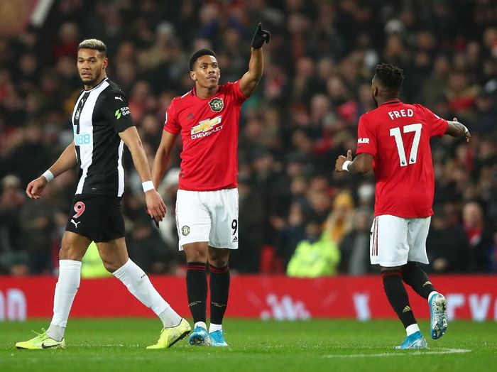 Anthony Martial (tengah) mencetak dua gol ketika MU menang 4-1 atas Newcastle United di sabung boxing day Liga Inggris. (Foto: Clive Brunskill/Getty Images)