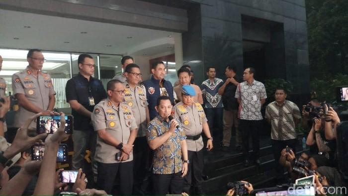Kabareskrim Komjen Listyo Sigit Prabowo menggelar jumpa pers soal penangkapan pelaku penyiraman air keras terhadap Novel Baswedan. (Farih/detikcom)