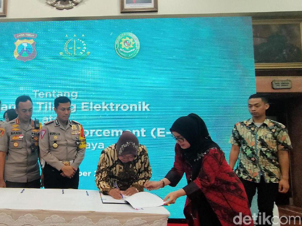 Senangnya Risma Karena e-Tilang di Surabaya Akan Segera Diterapkan
