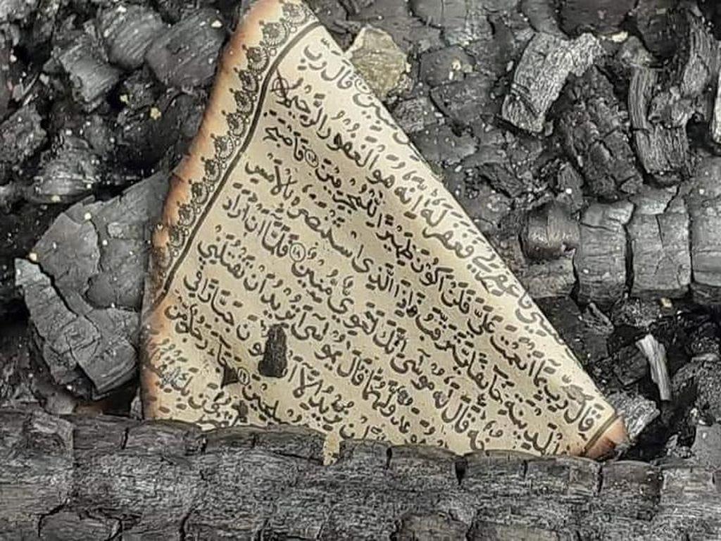 Viral Foto Selembar Al-Quran Utuh di Tengah Puing Kebakaran Rumah