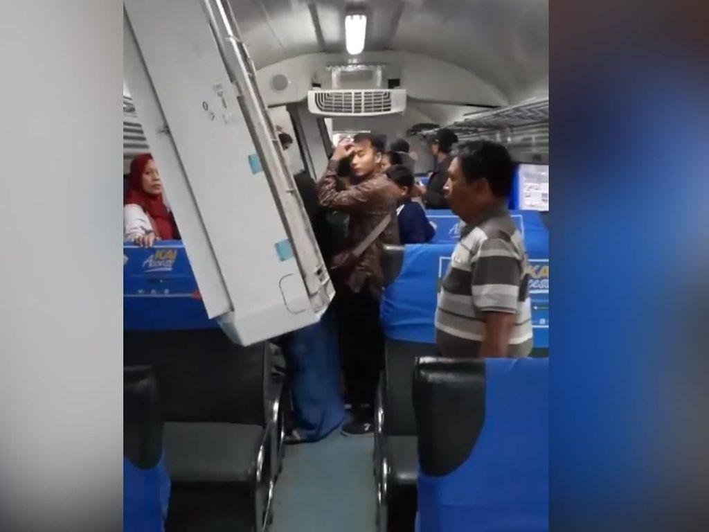 Lokomotif Seruduk Gerbong Kereta: AC Jatuh, 8 Penumpang Terluka