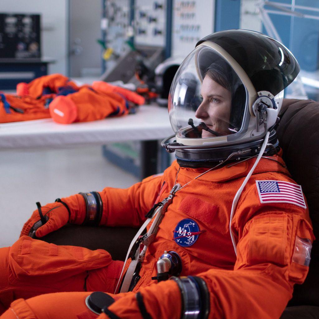 Ke-11 calon astronot NASA ini mulai mengikuti latihan untuk program ini sejak tahun 2017. Foto: NASA/Bill Ingalls
