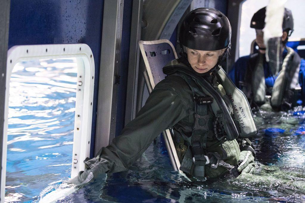 Mereka menjalani berbagai jenis latihan seperti spacewalking, menguasai pesawat jet T-38, robotik, hingga bahasa Rusia. Foto: NASA/Josh Valcarcel