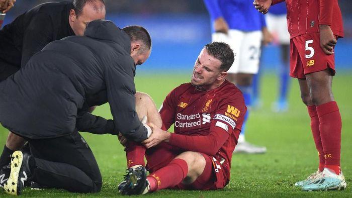 Liverpool Pesta Gol, Henderson Cedera