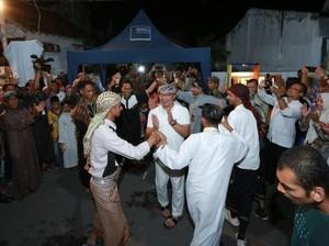 Kulineran di Kampung Arab Banyuwangi, Ridwan Kamil Ngopi Sambil Kunyah Kurma