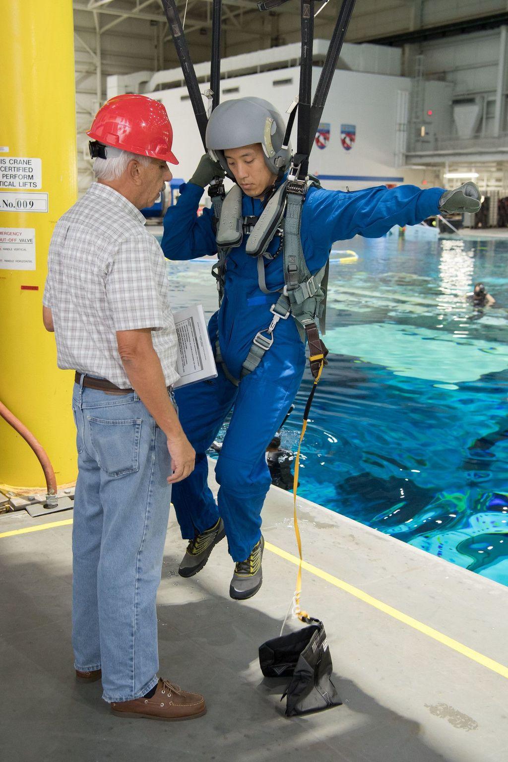 Mereka mengikuti latihan bersama dua calon astronot lainnya dari Badan Antariksa Kanada (CAS). Foto: NASA/David DeHoyos