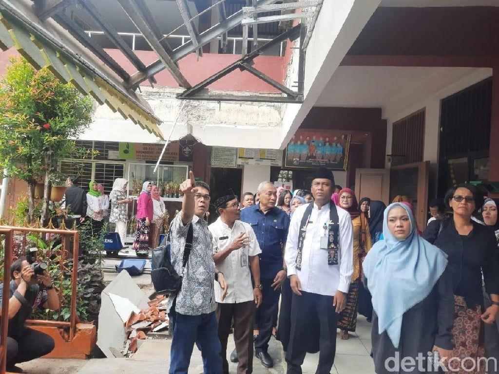 Kanopi SD di Kembangan Roboh, Komisi E DPRD DKI akan Panggil Dinas Citata