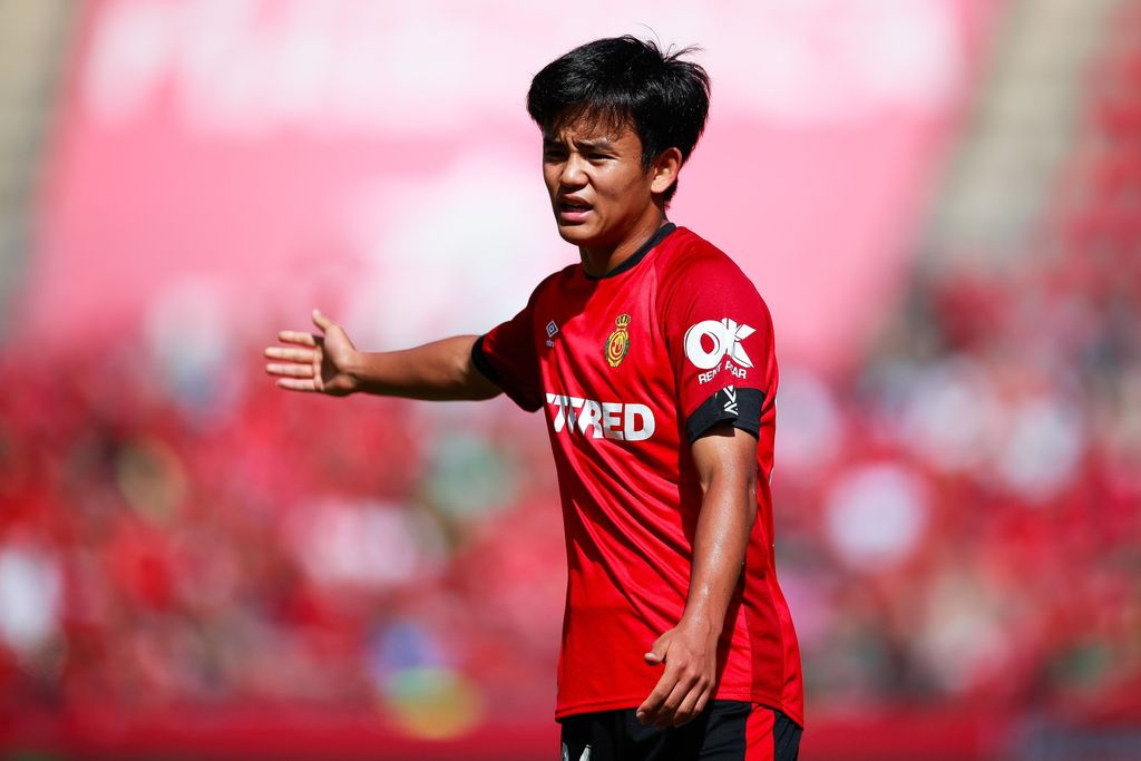 MALLORCA, SPAIN - OCTOBER 06: Takefusa Kubo of RCD Mallorca make orders to his teammates during the Liga match between RCD Mallorca and RCD Espanyol at Iberostar Estadi on October 06, 2019 in Mallorca, Spain. (Photo by Eric Alonso/Getty Images)