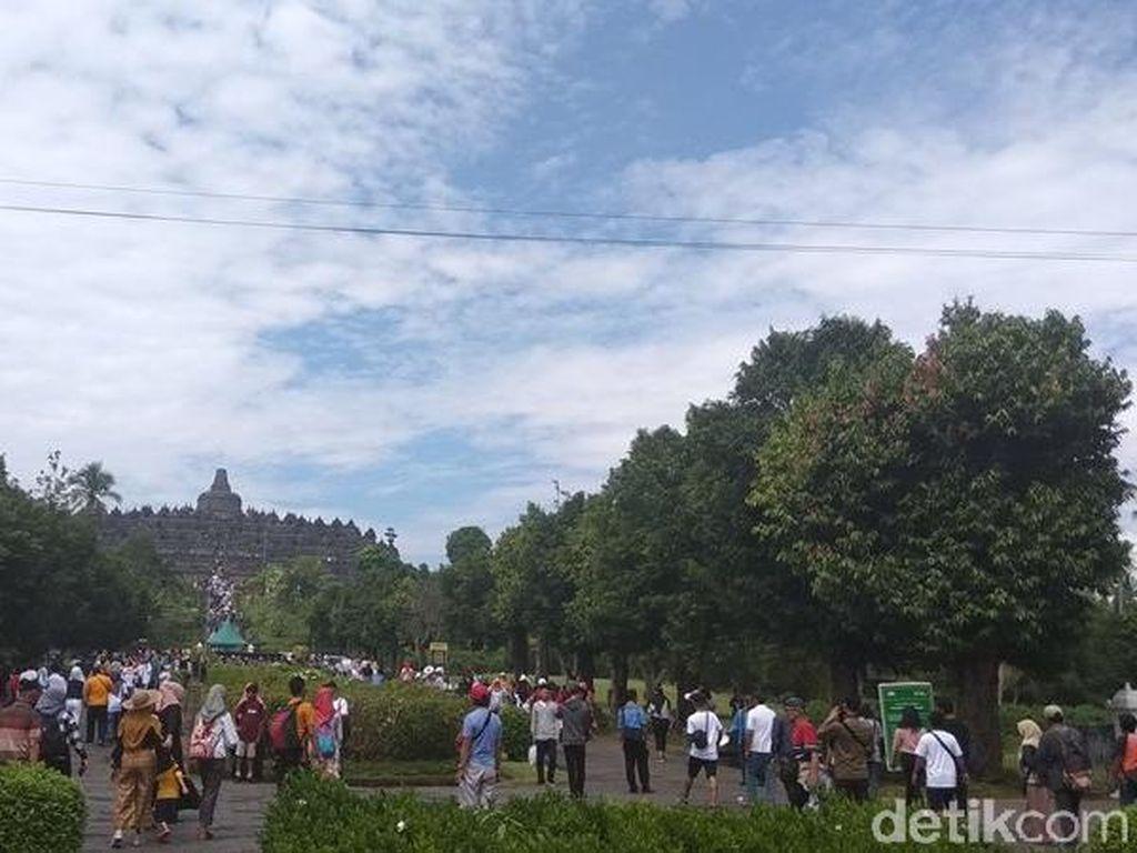 Foto: Keramaian Candi Borobudur di Akhir Tahun