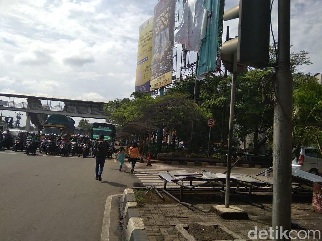 Polisi: Warga Sudah Lapor Sebelum Reklame Roboh