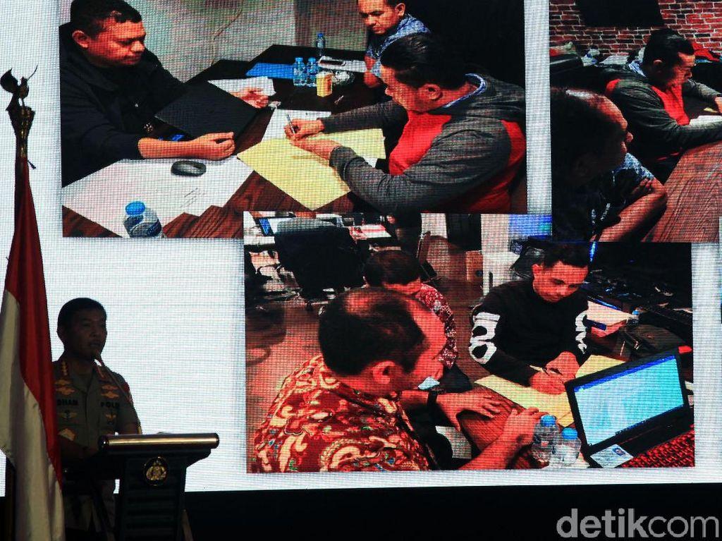 Kapolri Tunjukkan Foto Pemeriksaan Dua Tersangka Peneror Novel Baswedan