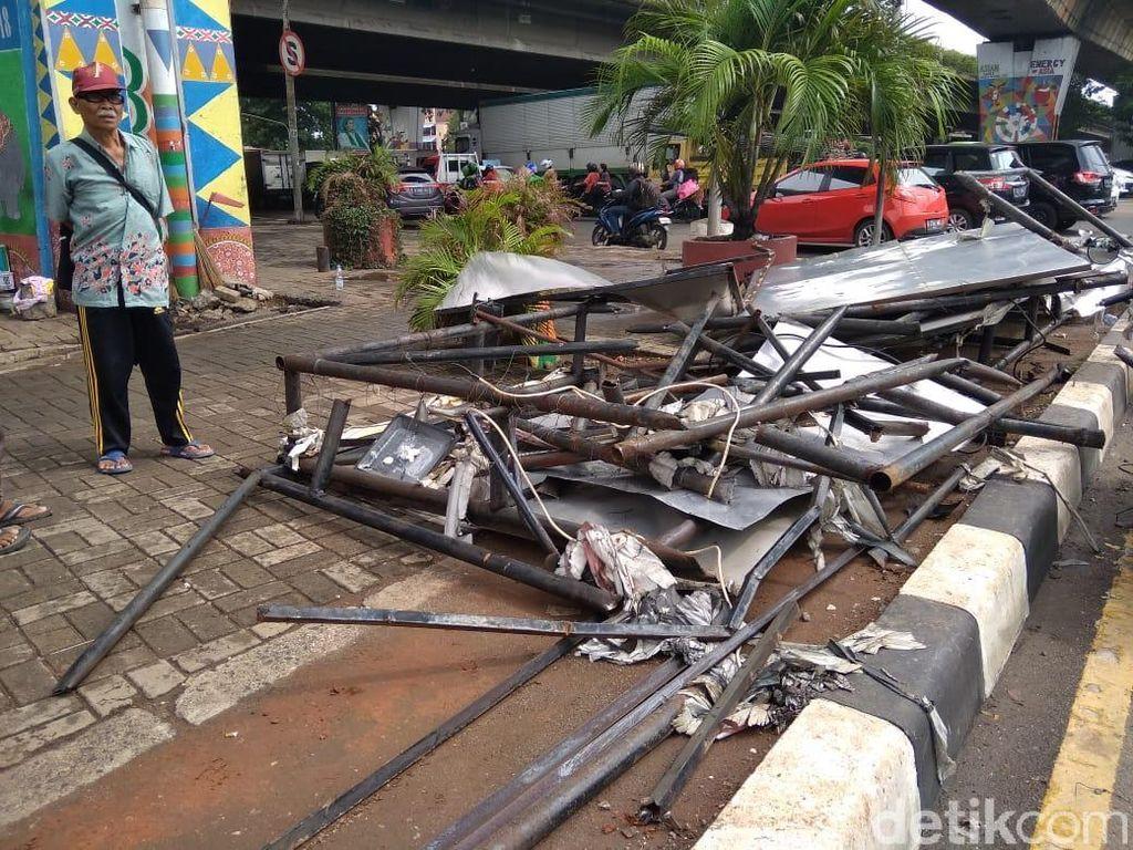 Reklame Tumbang, Nyawa Driver Ojol Melayang