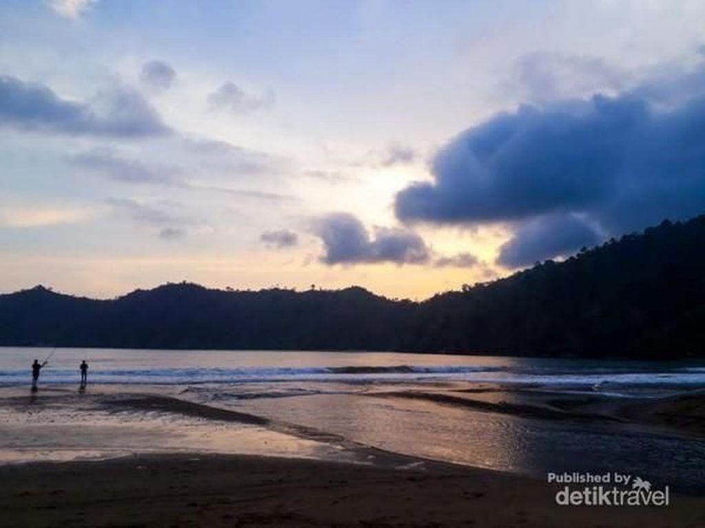 Satu Lagi Pantai Cantik di Malang