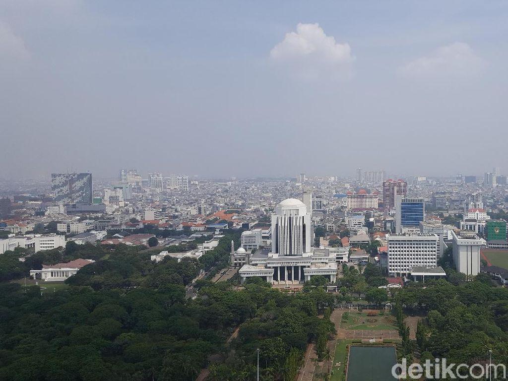 Potret Jakarta dari Puncak Monas Saat Liburan Akhir Tahun
