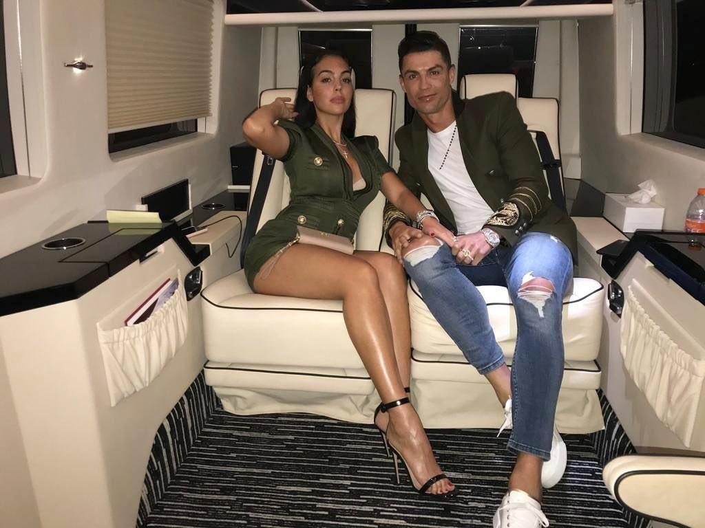 Cristiano Ronaldo Liburan ke Dubai, Pacarnya Tampil Seksi
