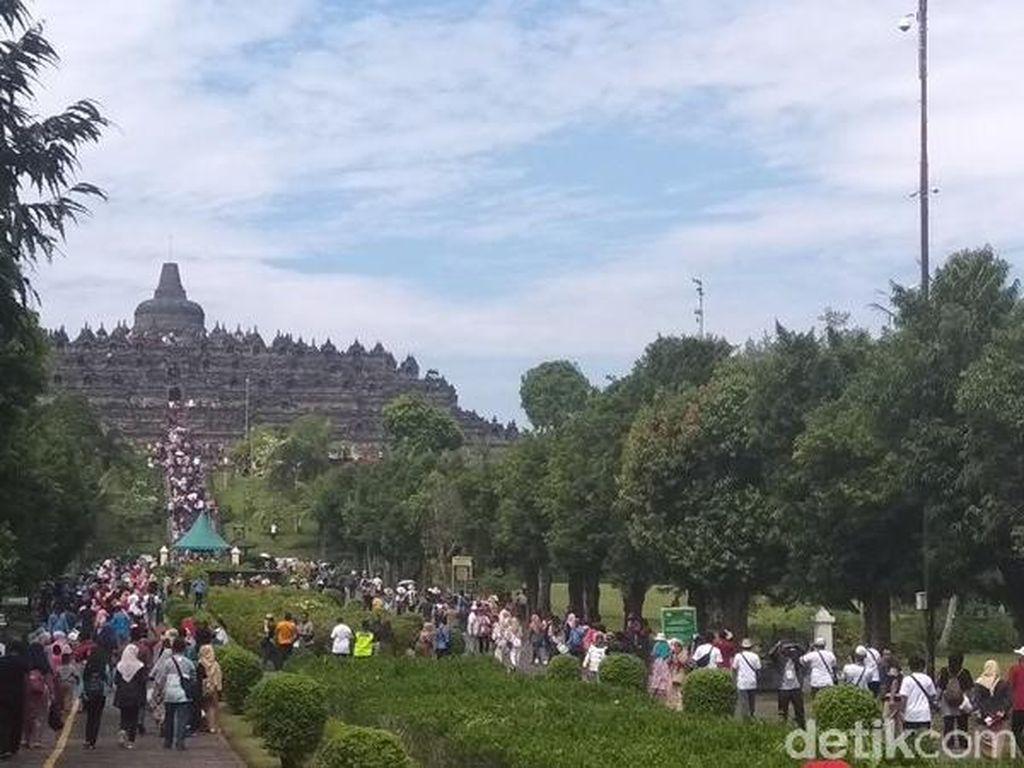 Candi Borobudur Tiadakan Lampion di Malam Tahun Baru