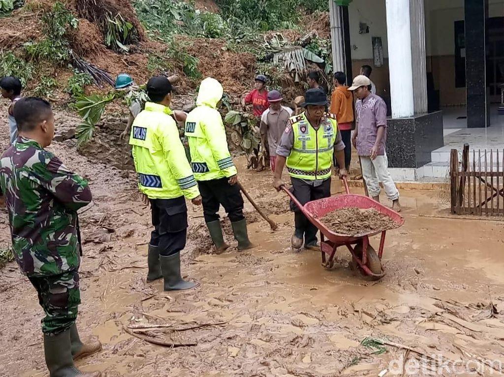 Bencana Banjir, Longsor, Kekeringan hingga Tanah Retak Terjadi di Trenggalek