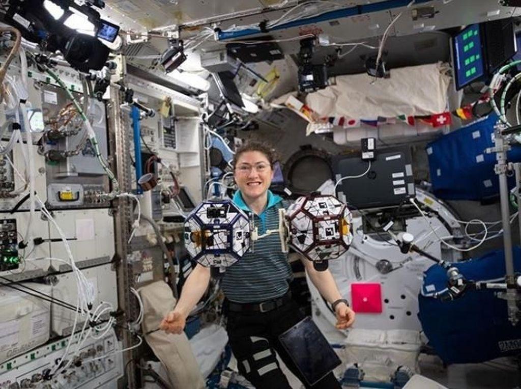 Potret Astronot Tukang Listrik, Perempuan Terlama Tinggal di Luar Angkasa