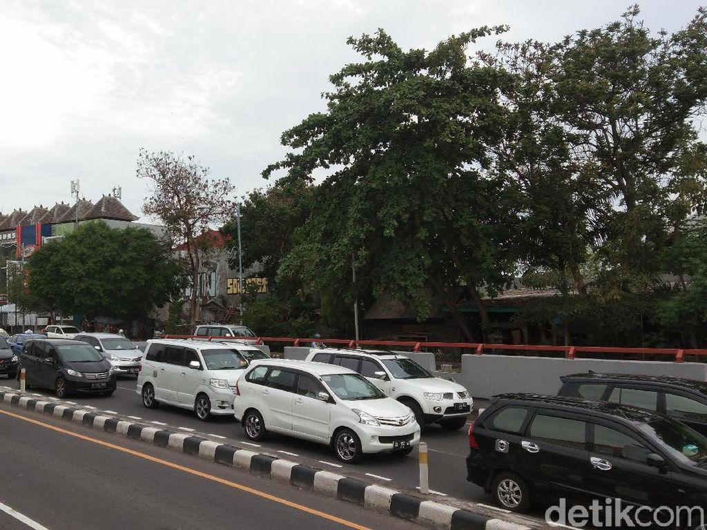 Mobil Pelat B cs Banjiri Bali