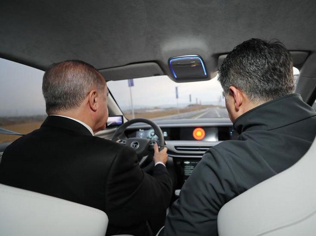 Lihat Bangganya Erdogan pada Mobil Nasional Turki