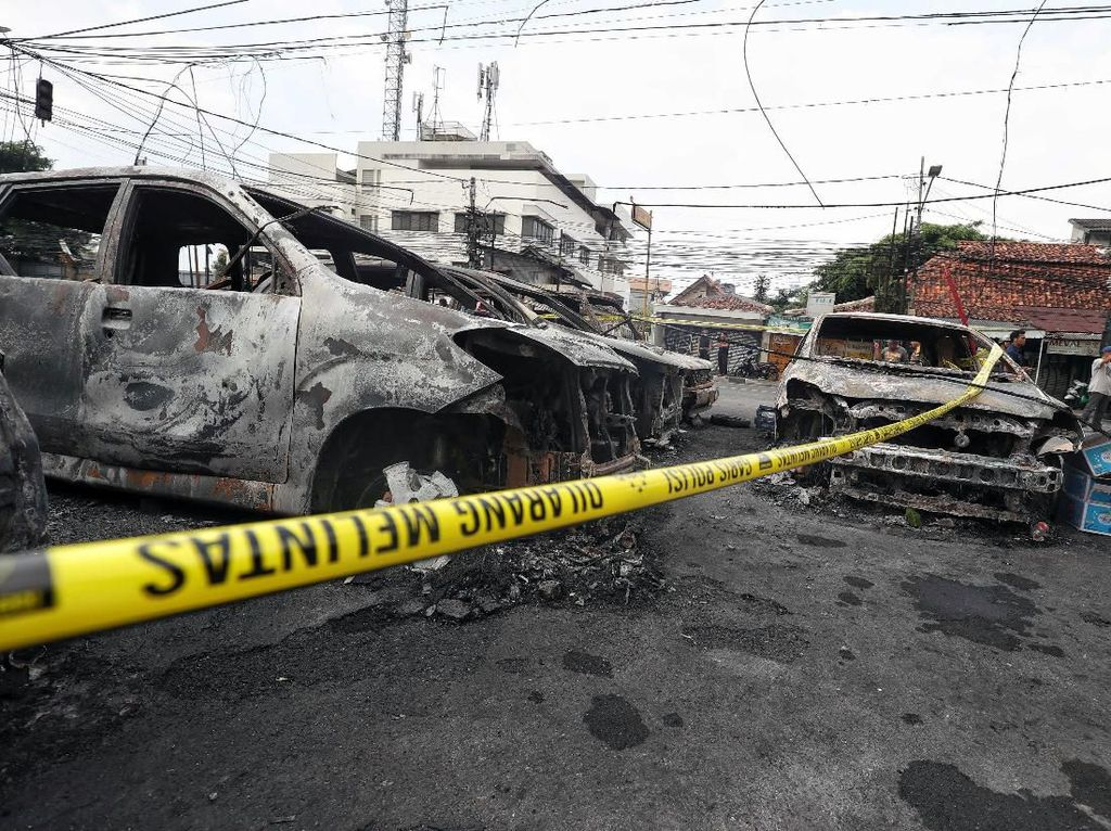 Mobil Tak Ada Asuransi, Hindari Lokasi Demo Kalau Tak Mau Rugi